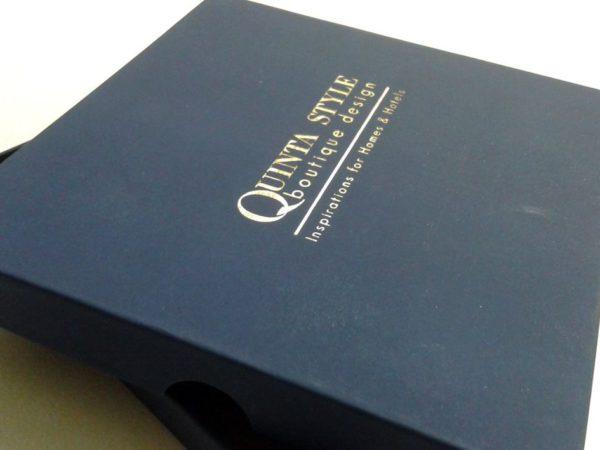 caixa com gravação a ouro