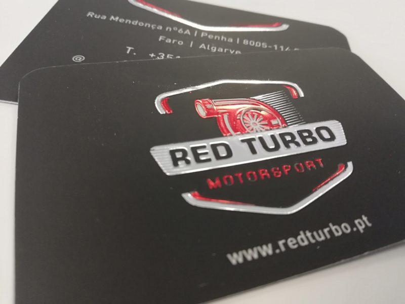 Cartões de visita com estampagem prata e vermelha